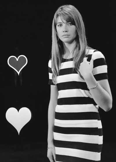 "Ok I hate to say it, but even Françoise Hardy looks bad in wide horizontal stripes, and she's the most perfect human being ever.  Take a looksie and learn a lesson kiddos: WIDE HORIZONTAL STRIPS = FAIL.  xo!  ___________pjmix:  Sur le tournage de ""Françoise Hardy blues"" consacré à la chanteuse (via L'INA)"
