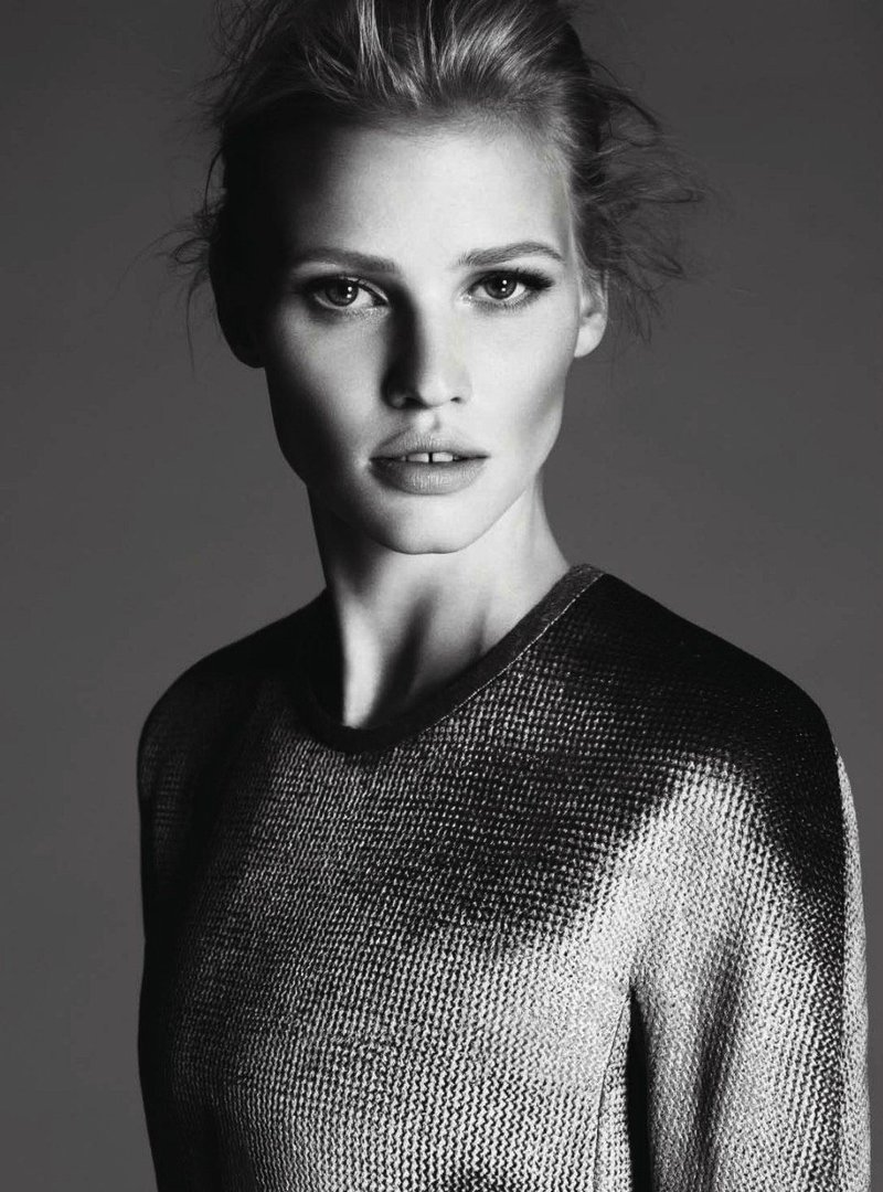 Here is a quick glimpse at the Calvin Klein f/w 2011 campaign featruing the lovely Lara Stone and photographed by Mert Alas and Marcus Piggott.