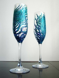 Peacock-inspired toasting flutes.