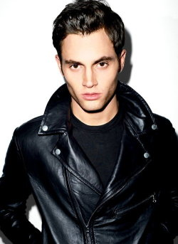 Why hello. When you aren't Dan Humphrey, you are tres sexy