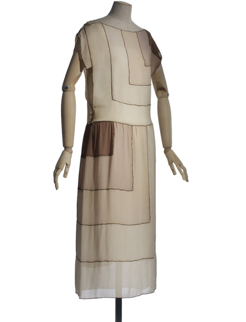 A gorgeous art deco summer dress by Vionnet, 1922.