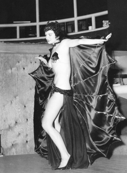 vintagegal:  San San burlesque dancer 1950's