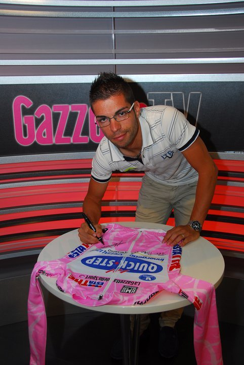 Ecco perchè ieri Giovanni Visconti era qui: per donare la sua Maglia Rosa del Giro d'Italia 2008 a Giro for Ghisallo! / That's why yesterday Giovanni Visconti was here: to donate his Maglia Rosa of Giro d'Italia 2008 to Giro for Ghisallo! (via Giro d'Italia's Photos - Wall Photos)
