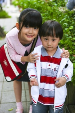 kids who played sibling in the Taiwan drama Down With Love. too cute! :)