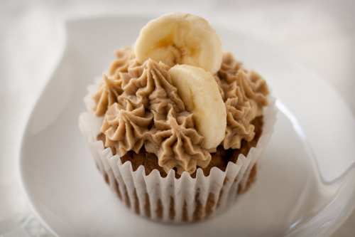 gastrogirl:  vegan and gluten-free roasted banana mochi cupcake.