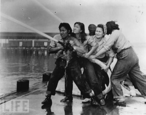 medic229:  reelinandarockin:  Female firefighters during the attack on Pearl Harbor  GOD BLESS THE FEMALE FIREFIGHTERS!