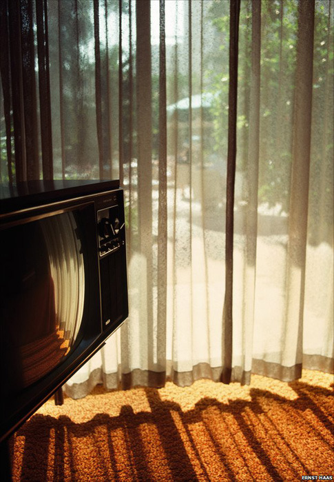 California, 1976. Photo by Ernst Haas (Austrian, 1921-1986) (via:nevver:Another day in paradise)