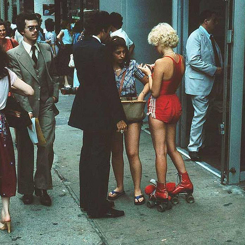 fuckyeahvintage-retro:  New York City street scene, 1979