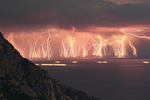 A fantastic lightning storm off of Ikaria Island, Greece (via Atmospheric)