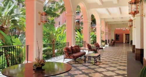 "The Royal Hawaiian, known to the world as ""The Pink Palace of the Pacific"", opened in 1927 in Honolulu, Hawaii. (via BBC - Travel - Two new websites for history lovers : History)"