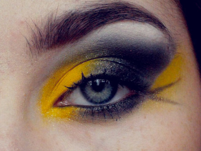 Yeah! (via Yellow & Black Hufflepuff Harry Potter Makeup Tutorial)