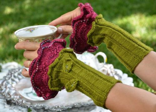 Pattern Download for Tudor Rose, fingerless gloves/cuffs by Regina Hoppel.