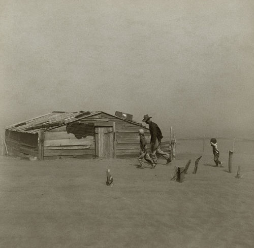 aplaceforhistory:  1935 – The dust bowl heat wave reaches its peak, sending temperatures to 109°F (44°C) in Chicago and 104°F (40°C) in Milwaukee, Wisconsin.