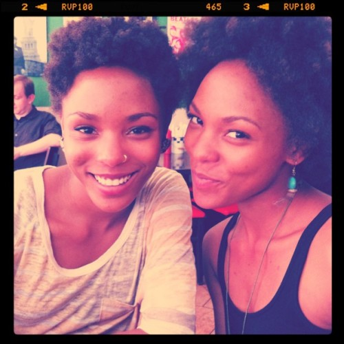 cammythecooler:  twintwin  women with hoop nose (or lip) rings … *sigh* lol