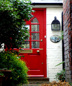 "From the ""Doors of Rye"" series by Lesley Carroway on flickr. Sized to fit the screen although it still doesn't actually fit the screen. Sigh. Anyway, this delectable door can be seen in, Rye, East Sussex, southern coastal England, my favourite place in the whole entire world. (If you hadn't noticed) And if you like england you might drop by enchantedengland. If you are so inclined."