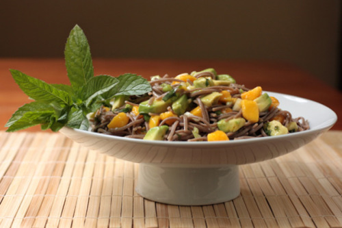Soba salad with avocado and mango