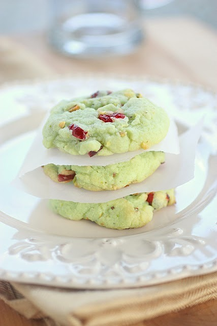 apapayasfinds:  (via The Girl Who Ate Everything: Cran-Pistachio Cookies)