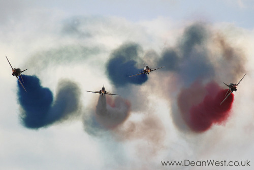 Red Arrows by Dean West on Flickr.