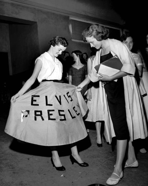 retrogasm:  Elvis fan…
