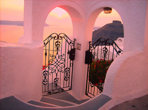 blushlolita:  bambolinas:  its like the gate in mamma mia   beautifuuuul!