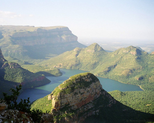 into-the-west:  Blyde River Canyon, Mpumalanga, South Africa by Simon Purdy on Flickr.