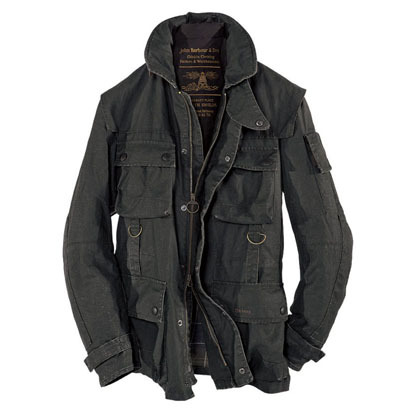 This robust and practical military inspired Field jacket is an updated  look made in a new Duralinen fabric with a 100% Barbour classic tartan  backing.  The jacket is in a sheen coated linen with a soda wash lift to give a vintage, rubberized look.