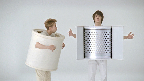 HITACHI - Beat wash washing machine ''Two washing drums'' by Satoshi Ohno & Masaki Aiba