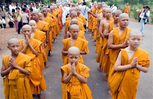 young-nn-reckless:  Buddhist monks march during a ceremony in at Udong in Kandal province, Cambodia