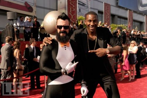 Brian Wilson showed up at the ESPYs in this, ummm, tuxedo?