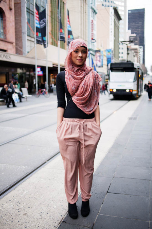 meetmeonthestreets:  Peachy pink, Bourke St Mall More on our blog.