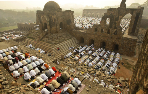 poeticislam:  In New Delhi, India, Muslims offer Eid prayers at the Ferozshah Kotla Mosque
