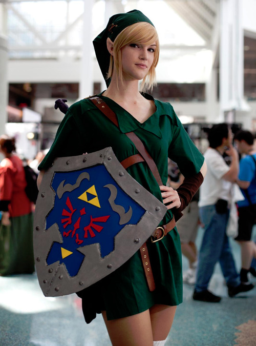justinrampage:   Two Link costumes done right at this years Anime Expo 2011. Check out more of Boo Radlus' great cosplay photos HERE. Link Female / Link Male photos taken by Boo Radlus Via: HtCRU