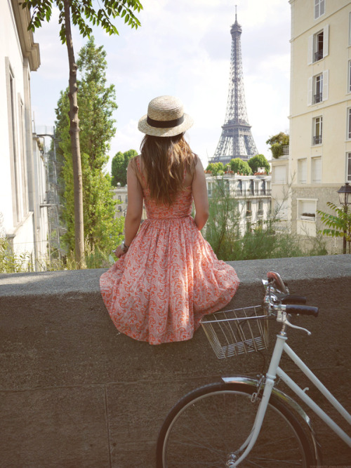 I love Paris in the summer, when it sizzles. ~Cole Porter
