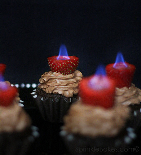 Ooooh lala. thecakebar:  Fired up! cupcakes