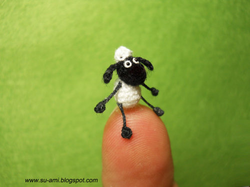 daintyloops:  (via Tiny Shaun The Sheep Micro Cartoon Super crochet plush by suami)  My kids ADORE Shaun the Sheep!