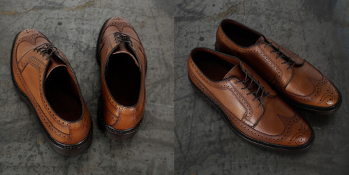 Allen Edmonds MacNeil Wing tipped Brogues Made from the finest walnut grain Calf leather, these shoes feature everything you would expect from one of the finest shoe makers in the world. From the fully Goodyear welted leather sole, to the heavy quality box and shoe bags. Allen Edmonds offer the full recraftable service on these shoes….. not that you will be needing that any time soon.