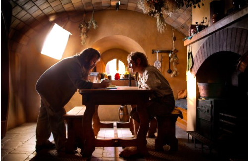 fuckyeahdirectors:  Peter Jackson and Martin Freeman on-set The Hobbit: An Unexpected Journey