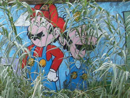 geekgraffiti:  graffiti of rome2- mario (by theitalianj0b.eu)