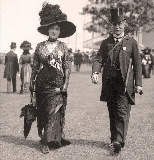 Grace Newborough at Ascot, 1909.  Museum of London. She is FABULOUS!  That figure!  That hat!