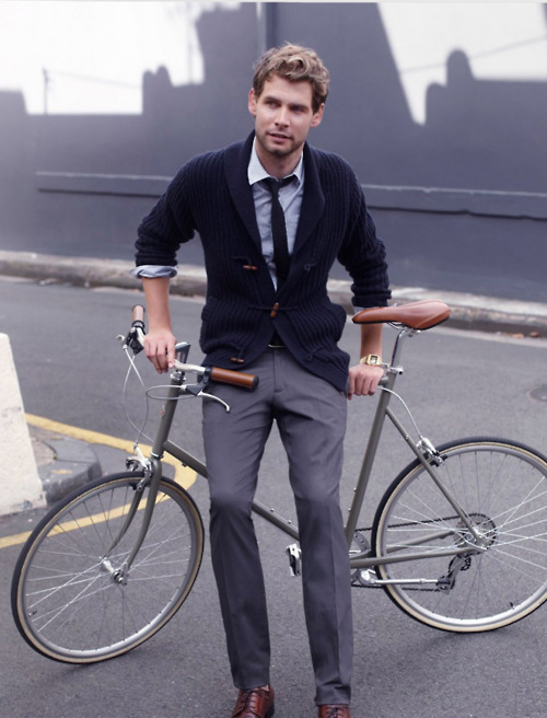 thetieguy:  bike chic.