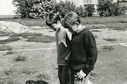 chickenshit: Daniel Radcliffe and Rupert Grint meeting for the first time 10 years ago.   Follow this blog, you will love it on your dashboard