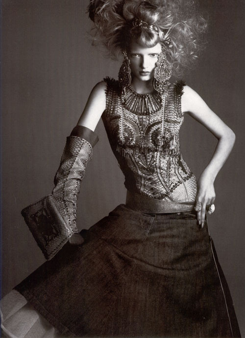 maliciousglamour:  Numéro, 2004Model: Lily DonaldsonDress: Jean Paul Gaultier, Fall 2004 Couture