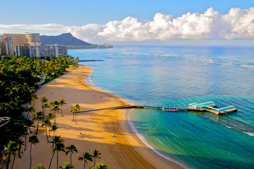 sunsurfer:  Paradise - Waikiki Beach, Oahu island, Hawaii  Yes, Hawaii is the ultimate place as good as it gets. (reblog from Honolulu)