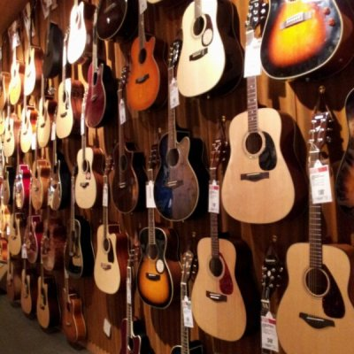 piggygorawr:  Lovely guitars