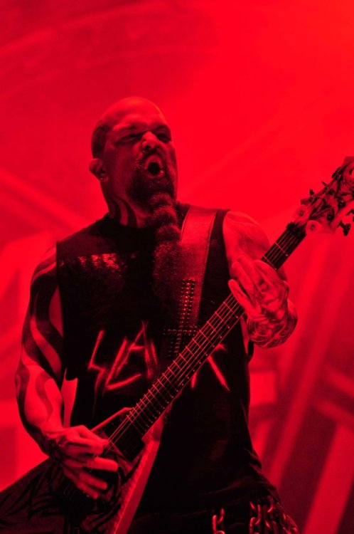 diganotherone:  Kerry King playing in Costa Rica