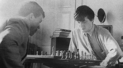 enchanting:  spindling:  Hugh Laurie playing chess with Stephen Fry in their college dormitory at Cambridge University.