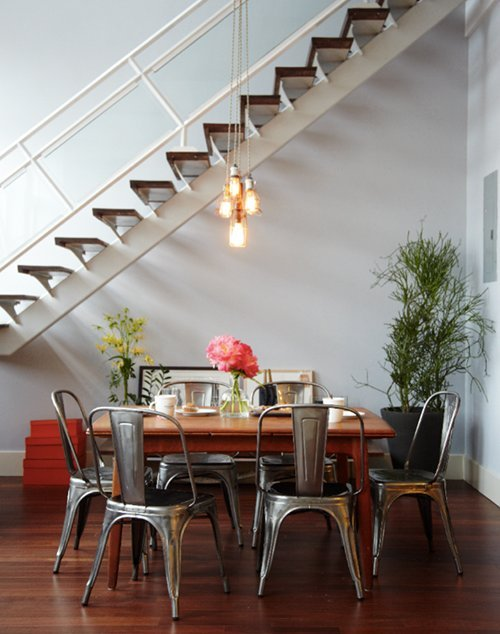 homeandinteriors:  I love industrial looking chairs
