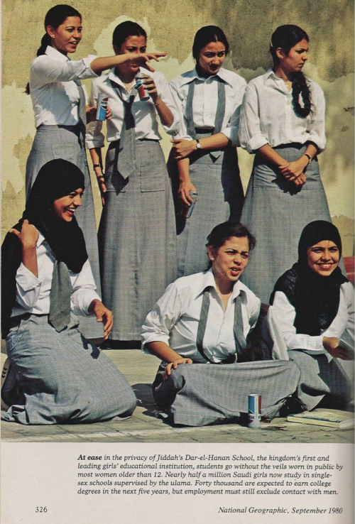 yeslam:  Saudi school girls in Jeddah in 1980 photographed by the National Geographic via @algergawi @NouraAlKaabi