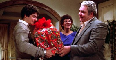 Billy Peltzer (Zach Galligan) receives a mogwai for Christmas in Gremlins