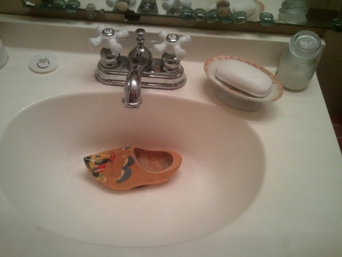 itsdeepforhappypeople:  randomhector:  I think my sink is clogged  get out.